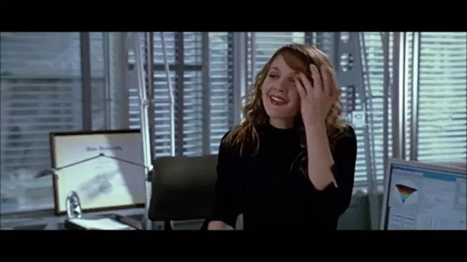 Drew Barrymore annuisce compiaciuta