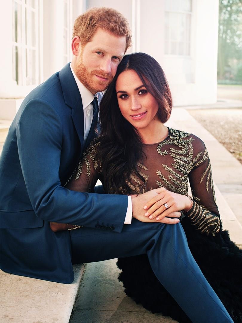 Harry e Meghan Markle in una delle foto ufficiali del fidanzamento