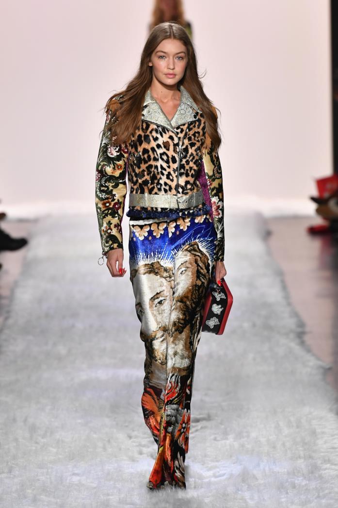 Gigi Hadid sfila per Jeremy Scott