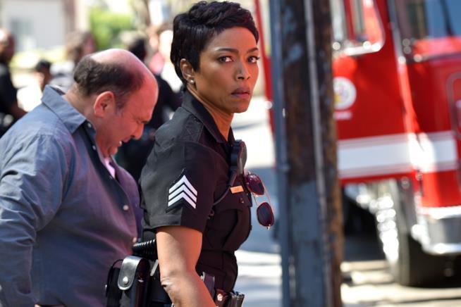 Athena Grant in un'immagine dal primo episodio di 9-1-1