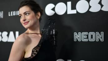 L'attrice Anne Hathaway a una première