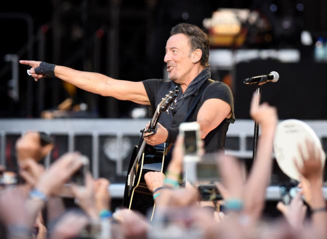 Il re della musica rock sul palco del concerto a Barcellona 2016