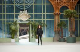 Sfilata CHANEL Collezione Donna Primavera Estate 2020 Parigi - CHANEL Resort PO RS20 0087