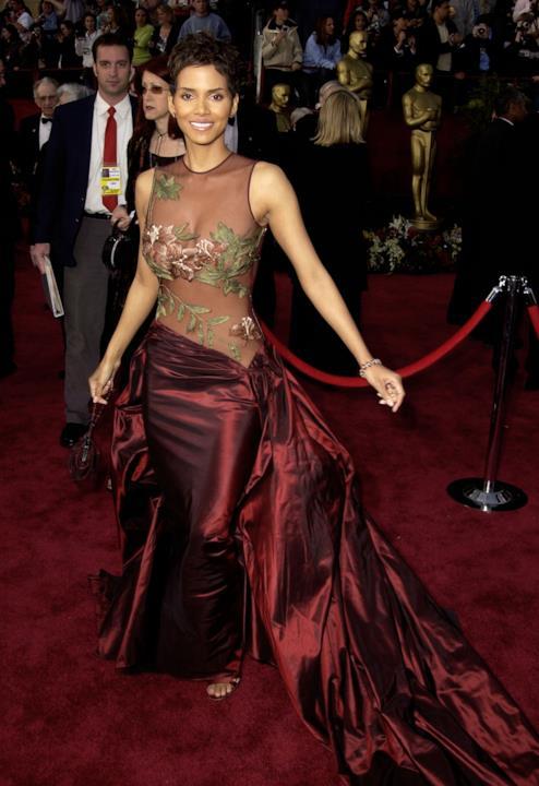 Halle Berry sul red carpet degli Oscar.