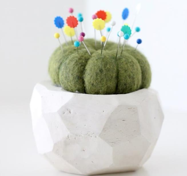 Un simpatico portaspilli in feltro a forma di cactus