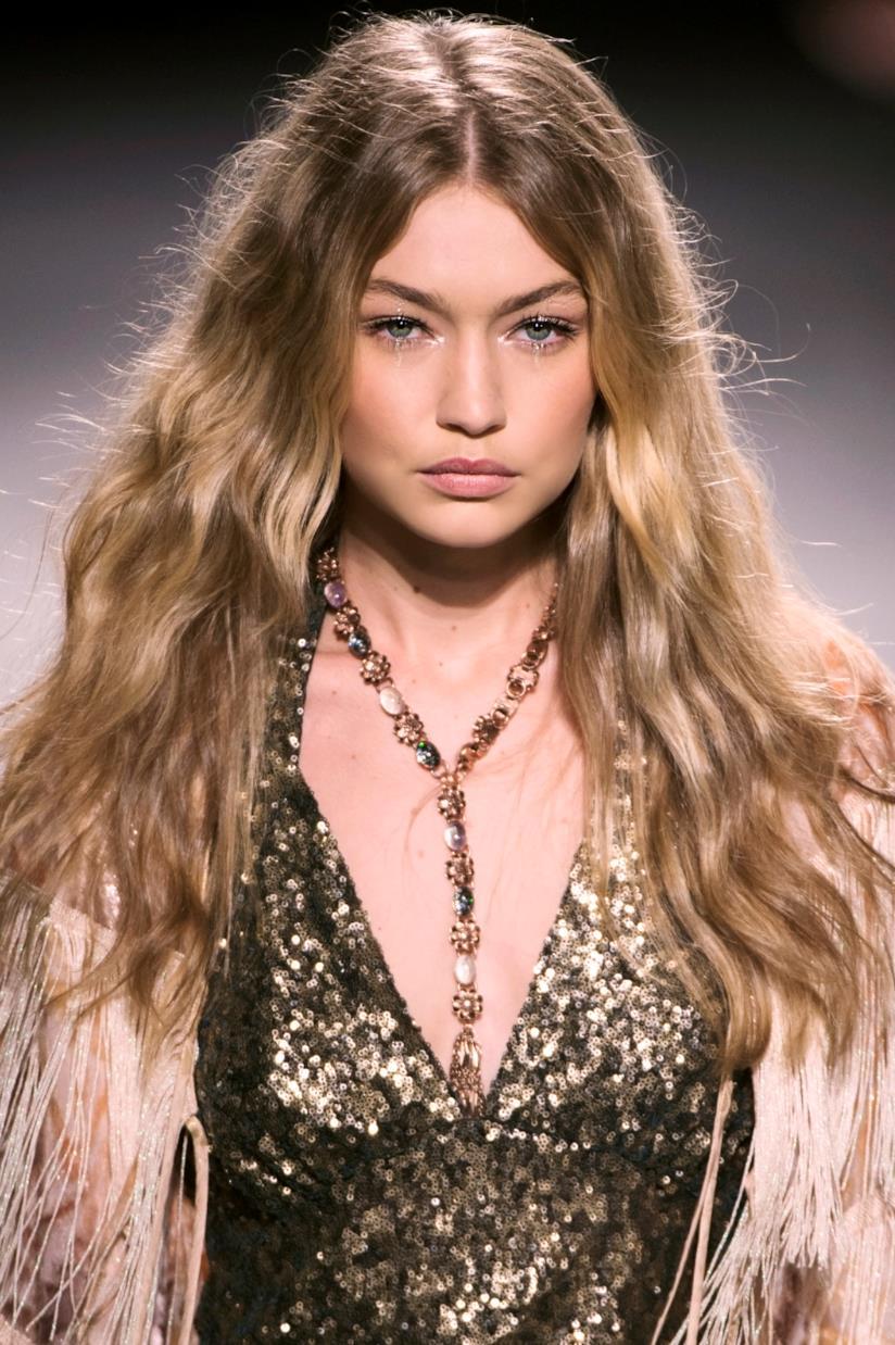 Gigi Hadid capelli mossi