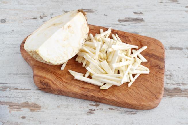 Tagliere con verdura bianca