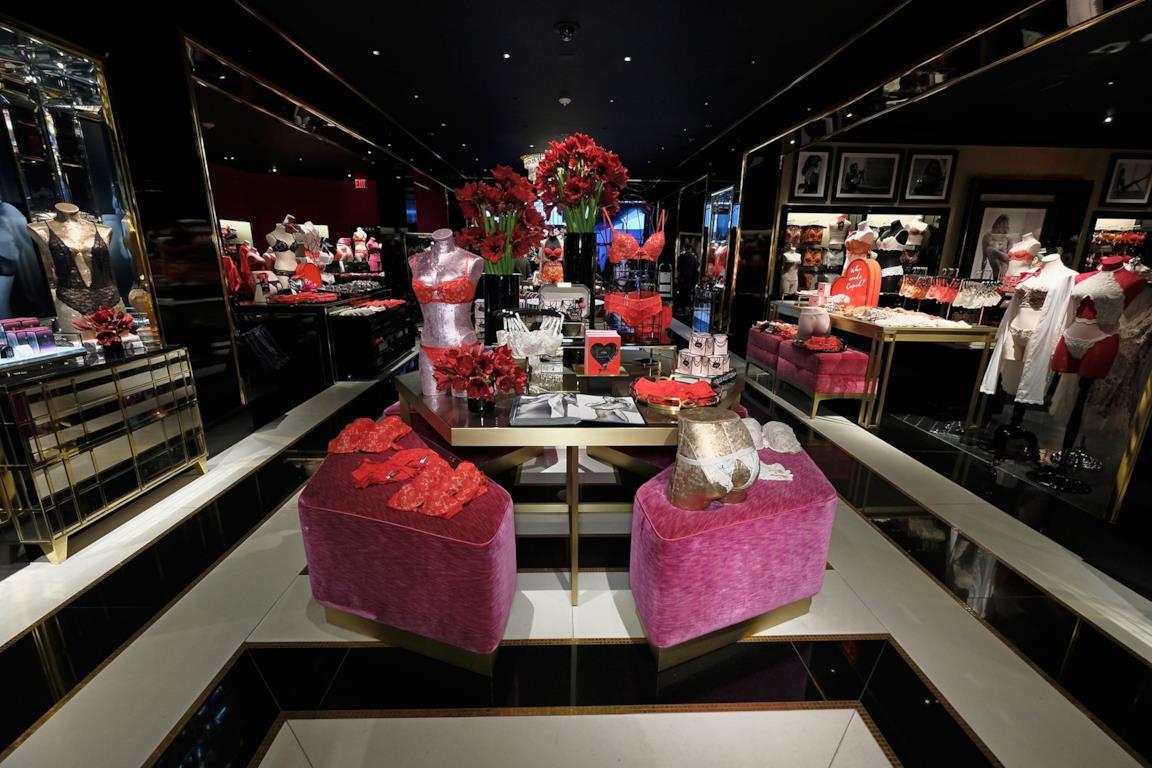 ac4fab2847 Victoria's Secret apre uno store di lingerie in Italia