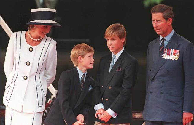Lady Diana con i figli Harry e William e il Principe Carlo