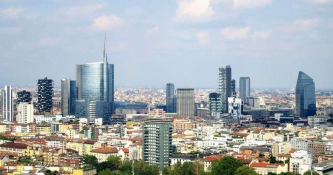 Milano skyline panorama vista diurna