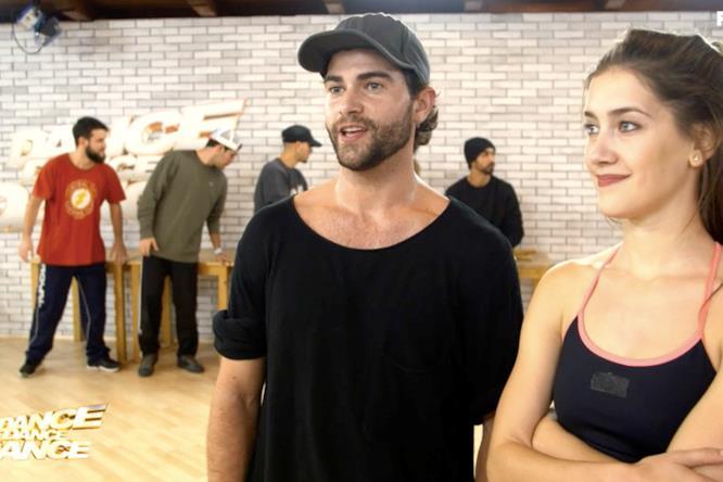 Diego e Clara commentano le prove della coreografia di coppia