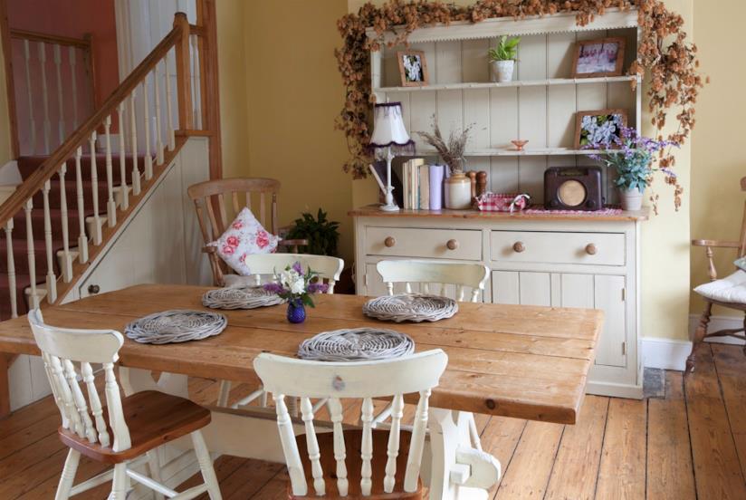 Tante idee e consigli su come arredare una casa in stile for Idee per arredare casa stile country