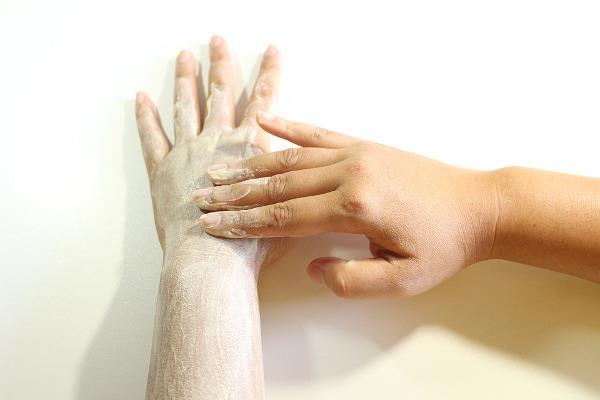 Scrub alle mani e alle braccia