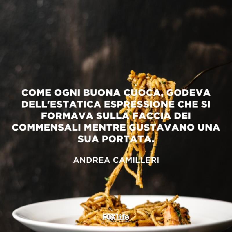 Piatto di pasta con forchetta
