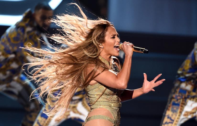 Jennifer Lopez, capelli lisci
