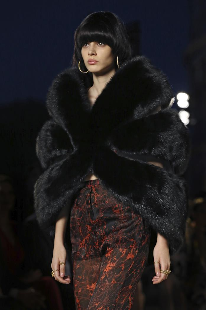 classic fit 04684 a2380 La sfilata di Fendi a Roma in onore di Karl Lagerfeld