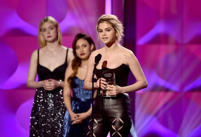 Selena Gomez riceve il 'Woman of the Year Award' di Billboard
