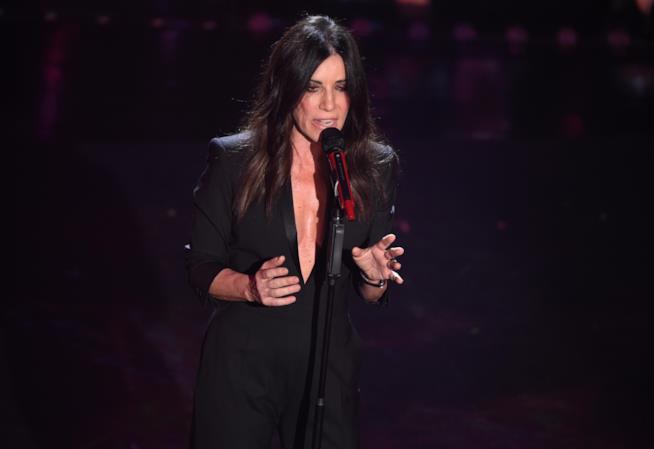 Paola Turci in total look black per la seconda serata di Sanremo 2019