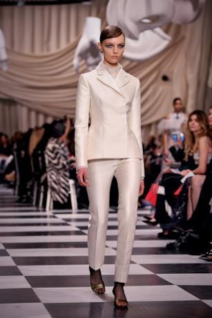 Tailleur bianco alla Dior Haute Couture 2018