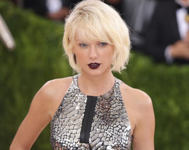 Taylor Swift sul red carpet del Met Gala 2016