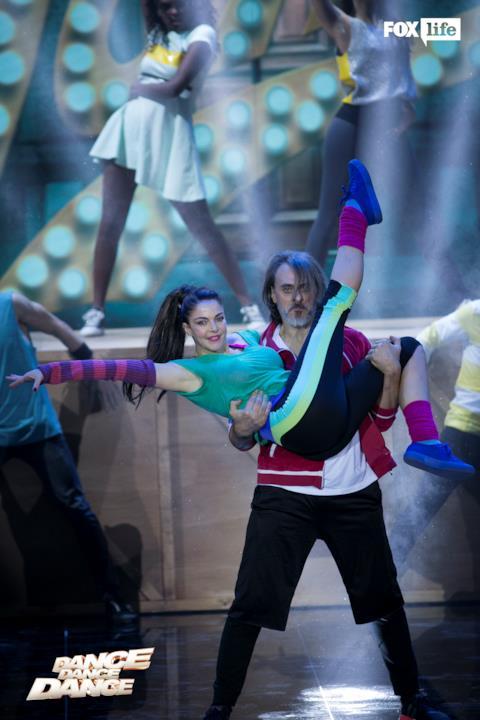 La presa di Max e Claudia sul palco di Dance Dance Dance