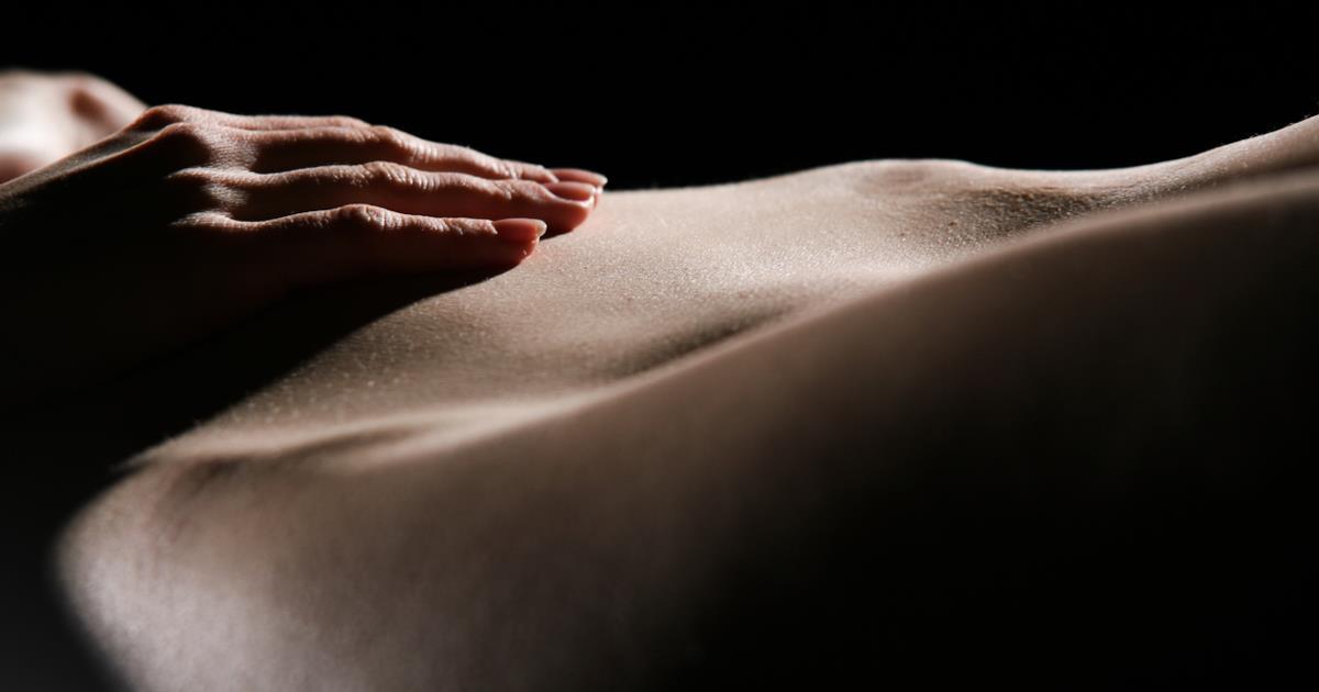 Oli profumati essenziali per massaggi sensuali: quali sono, quali comprare e come usari
