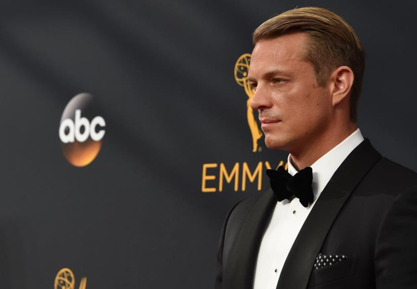 JoelKinnamansul red carpet degli Emmy
