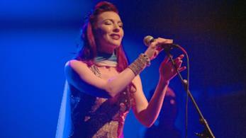 La cantante Chrysta Bell durante un festival jazz