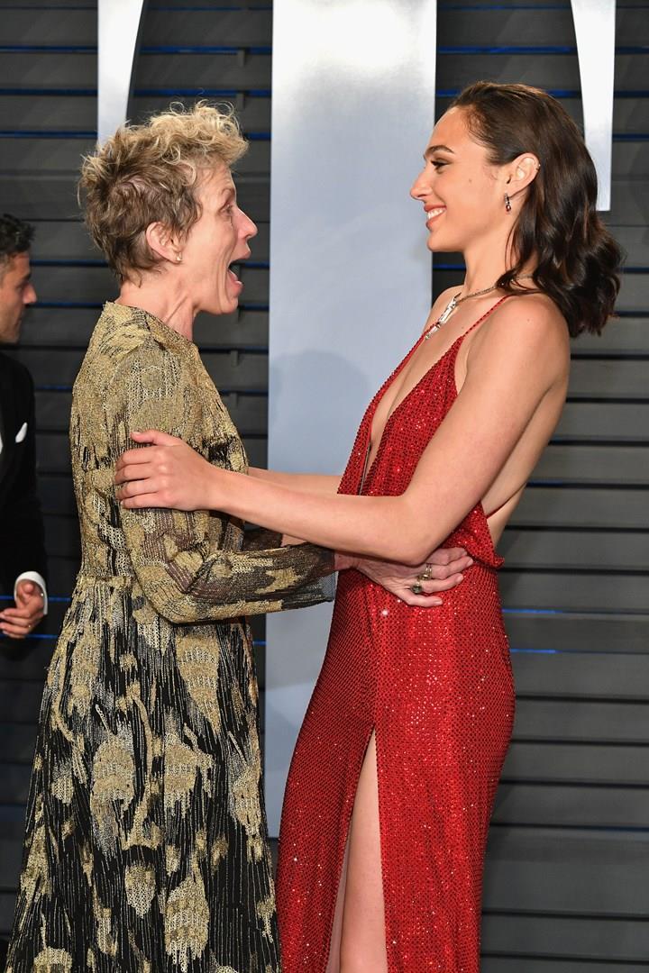 Frances McDormand entusiasta incontrando Gal Gadot