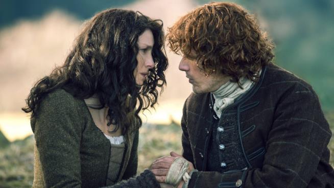 Jamie e Claire si stringono le mani