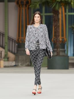 Sfilata CHANEL Collezione Donna Primavera Estate 2020 Parigi - CHANEL Resort PO RS20 0023