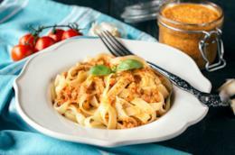 Fettuccine e pesto siciliano