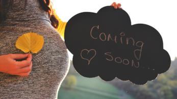 Donna incinta annuncia gravidanza