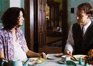 Claire ritira la mano da quella di Frank
