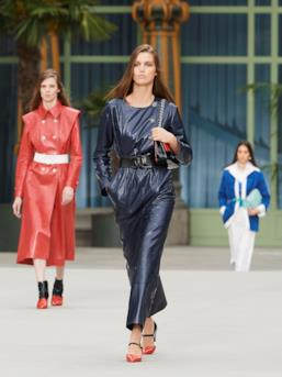 Sfilata CHANEL Collezione Donna Primavera Estate 2020 Parigi - CHANEL Resort PO RS20 0040