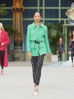 Sfilata CHANEL Collezione Donna Primavera Estate 2020 Parigi - CHANEL Resort PO RS20 0020