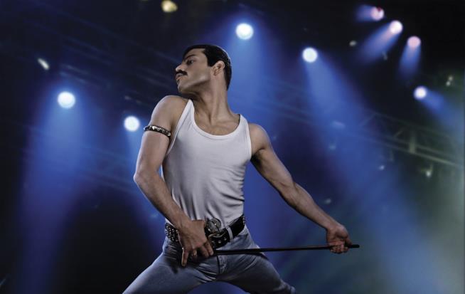 l'attore Rami Malek è un perfetto Freddie Mercury in Bohemian Rhapsody