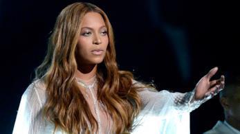 Beyoncé durante un'esibizione