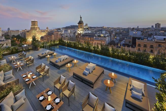 Piscina con vista dell'Hotel Mandarin Oriental