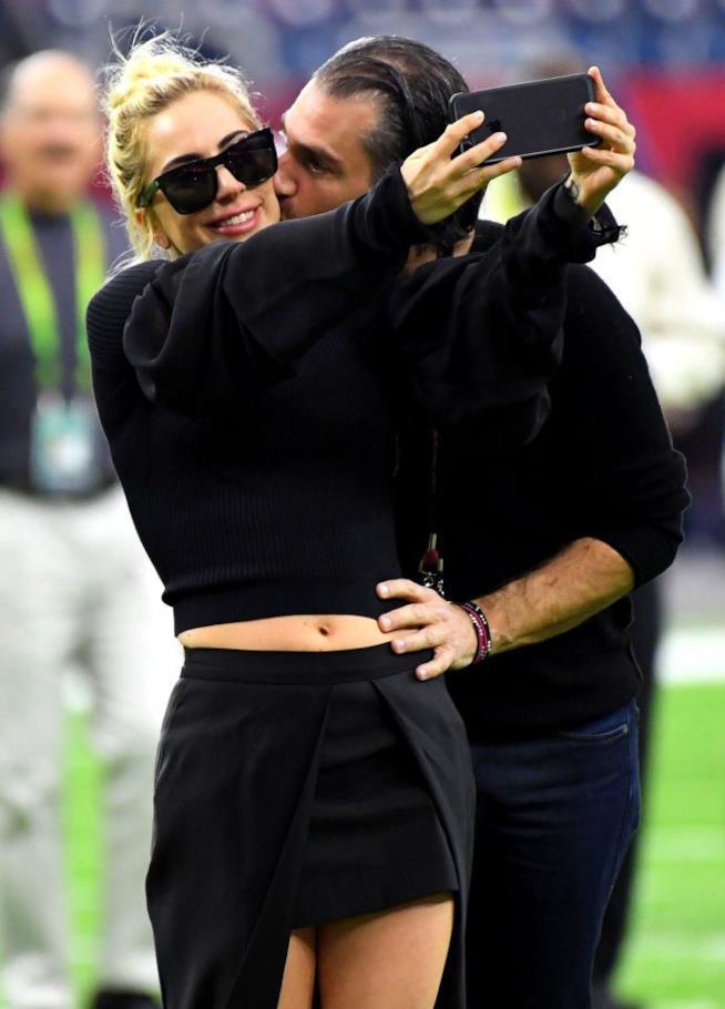 Lady Gaga con il nuovo amore Christian Carino