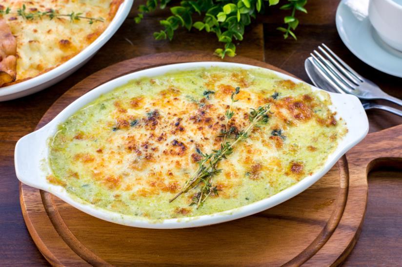 un piatto di lasagne al pistacchio