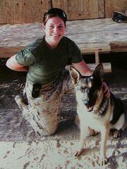 La marine Megan Leavey insieme al compagno d'armi in missione in Iraq