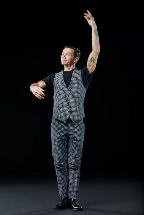 Diego Passoni è disposto ad imparare anche i passi di danza classica