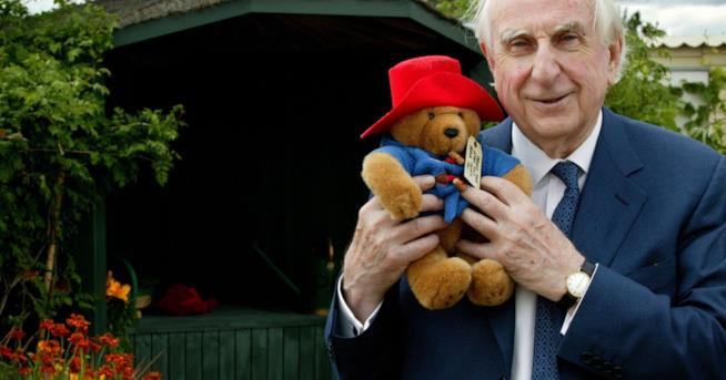 Michael Bond con l'Orso Paddington