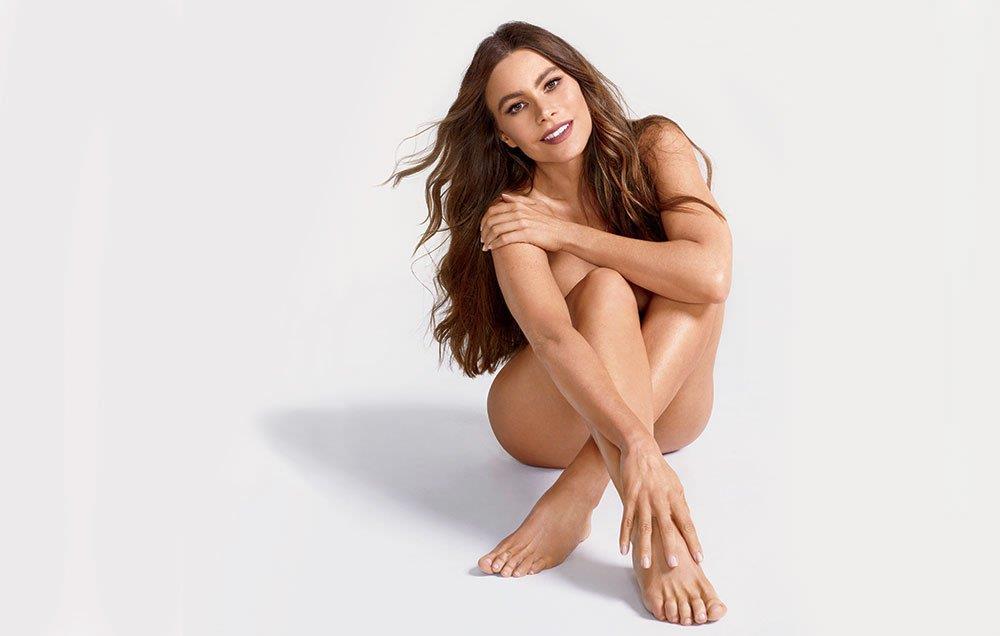 Sofia Vergara nuda a gambe incrociate