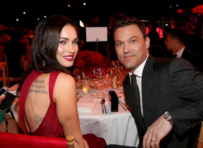 Megan Fox e Brian Austin Green seduti a tavola