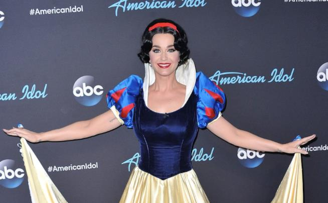 Katy Perry in versione Biancaneve ad American Idol