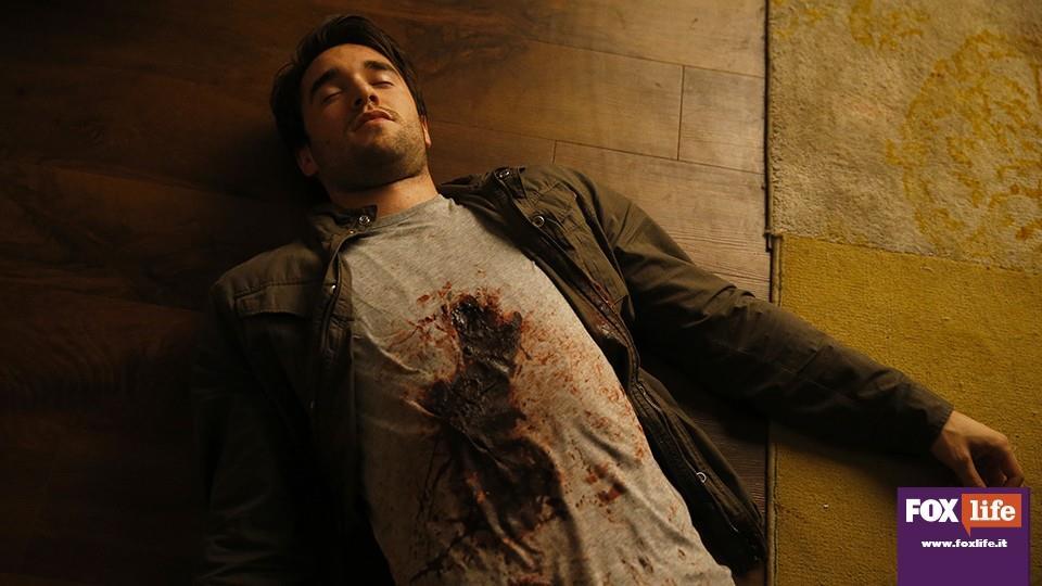Daniel dà la vita per salvare Emily, e lei gli rivela che non era tutto una bugia.