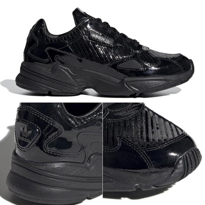 Dettagli del puntale e conchiglia tallone delle Adidas Falcon total black