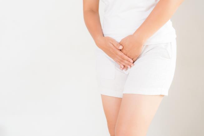 Ragazza con fastidio vaginale